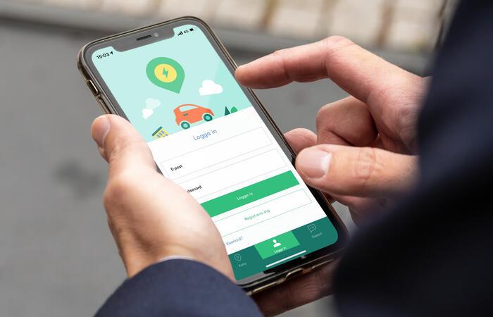 Bild av Charge & Drive-appen på en telefon